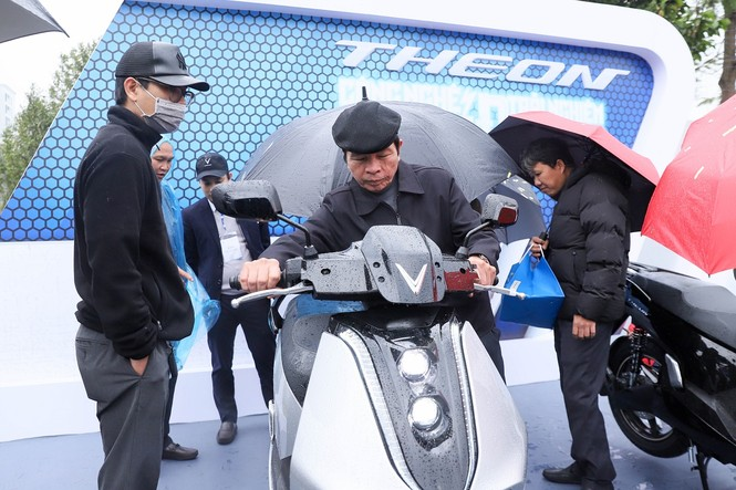 Trang bị đỉnh cao, bộ đôi xe máy điện 'hot' của VinFast sẽ được định giá như thế nào? - ảnh 2