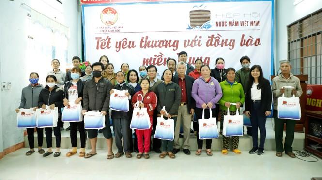 Hiệp Hội Nước mắm Việt Nam trao quà Tết 40 gia đình khó khăn  - ảnh 2