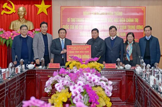 PV GAS tham gia đoàn công tác của Học viện Chính trị Quốc gia Hồ Chí Minh đến Bắc Kạn - ảnh 4
