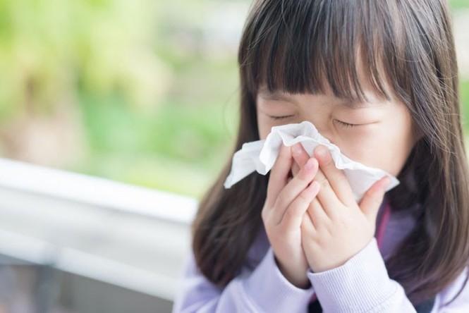 Những sai lầm bố mẹ hay mắc khi trị ho, sổ mũi cho trẻ tuổi đến trường - ảnh 1