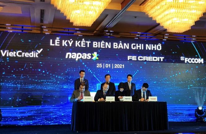VietCredit cùng NAPAS ký kết biên bản ghi nhớ hợp tác phát hành thẻ chip tín dụng nội địa - ảnh 2