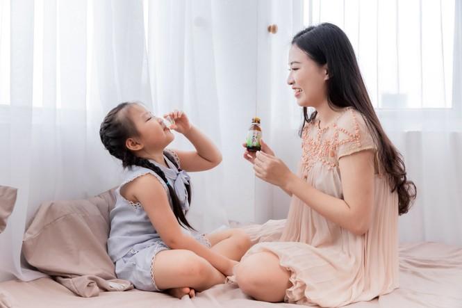 Những sai lầm bố mẹ hay mắc khi trị ho, sổ mũi cho trẻ tuổi đến trường - ảnh 2