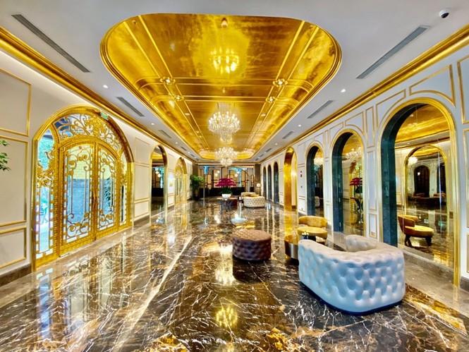 Khách sạn dát vàng lộng lẫy giữa lòng Hà Nội - ảnh 2