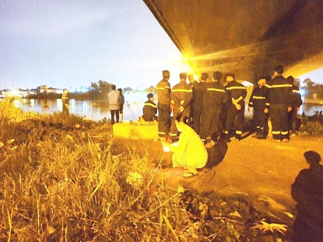 Người nhái đang tích cực tìm kiếm nạn nhân mất tích trên sông Sài Gòn - ảnh 2