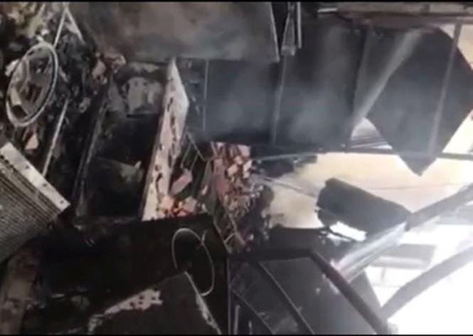 'Bà hỏa' thiêu rụi cửa hàng điện máy và xe ô tô - ảnh 4