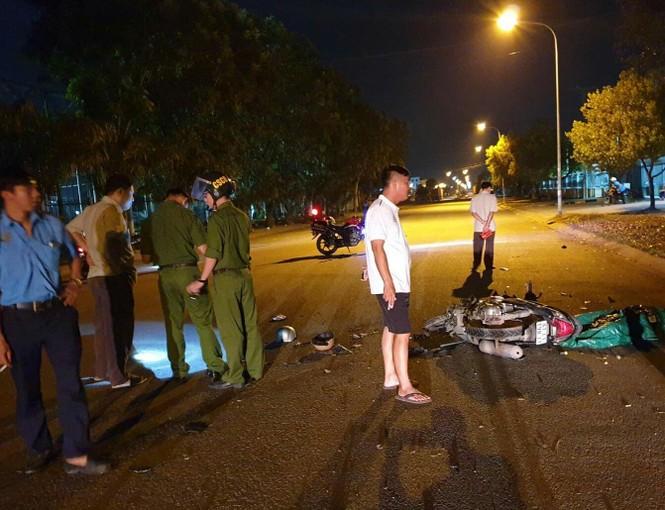 Hai người chết tại chỗ trước cổng KCN vì thanh niên chạy xe như bay  - ảnh 1