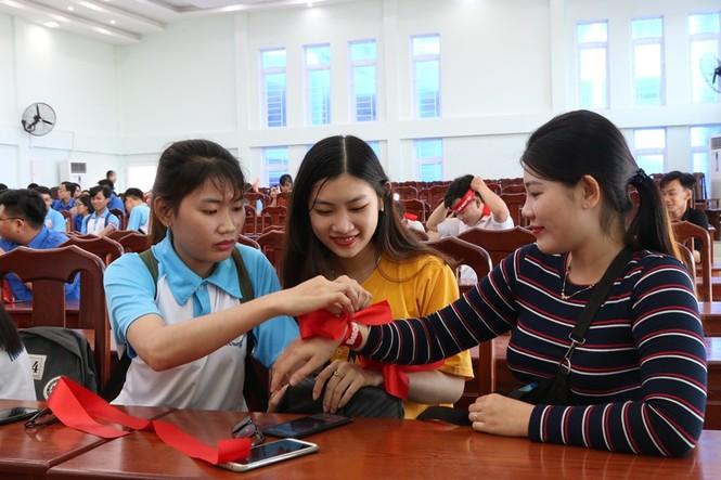 Hàng trăm bạn trẻ có mặt từ sớm tham gia Chủ Nhật Đỏ tại Kiên Giang - ảnh 9