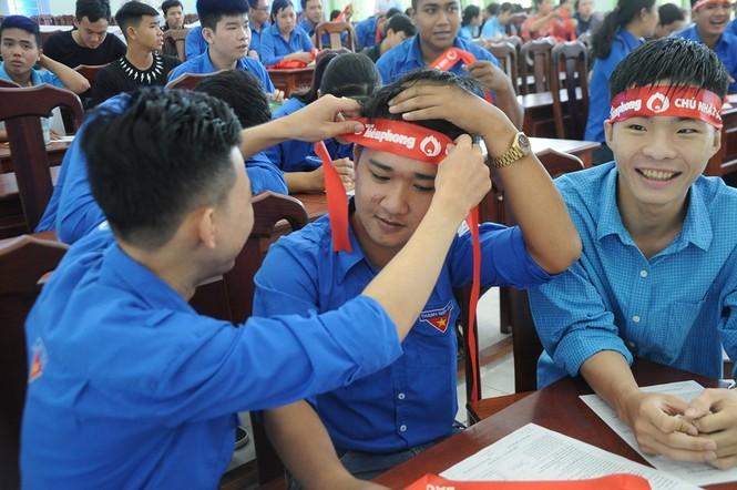 Hàng trăm bạn trẻ có mặt từ sớm tham gia Chủ Nhật Đỏ tại Kiên Giang - ảnh 1