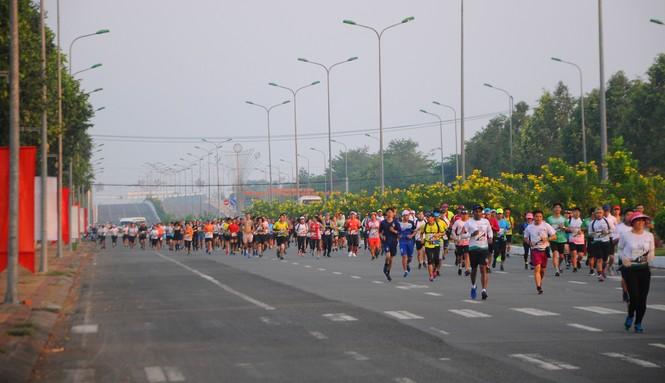 Gần 6.800 người chạy Marathon 'chống biến đổi khí hậu' ở Hậu Giang - ảnh 1