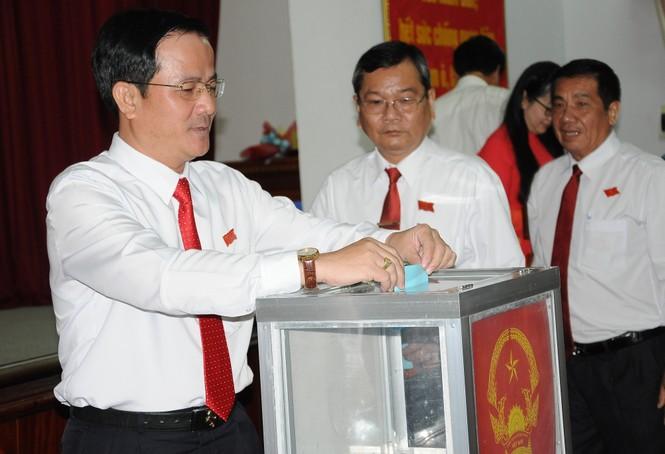 Ông Trần Văn Huyến làm Chủ tịch Ủy ban Bầu cử tỉnh Hậu Giang - ảnh 1