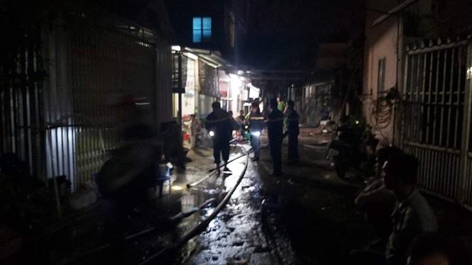 Hỏa hoạn trong đêm khiến 7 người thương vong - ảnh 1
