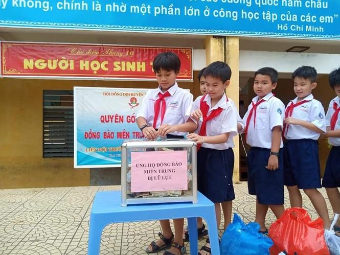 Cảm động với hình ảnh học sinh dân tộc ủng hộ đồng bào miền Trung - ảnh 5