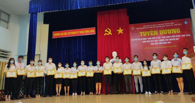 Vĩnh Long tuyên dương  hơn 100 'Sinh viên 5 tốt' năm 2021 - ảnh 1