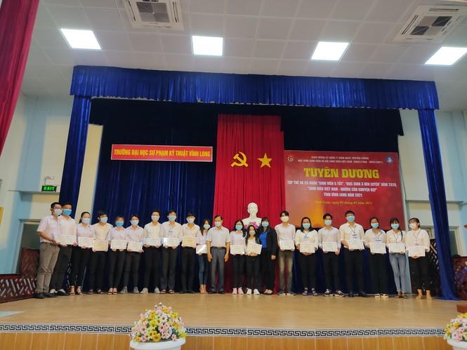 Vĩnh Long tuyên dương  hơn 100 'Sinh viên 5 tốt' năm 2021 - ảnh 2