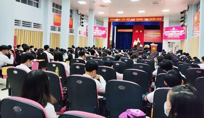 Vĩnh Long tuyên dương  hơn 100 'Sinh viên 5 tốt' năm 2021 - ảnh 3