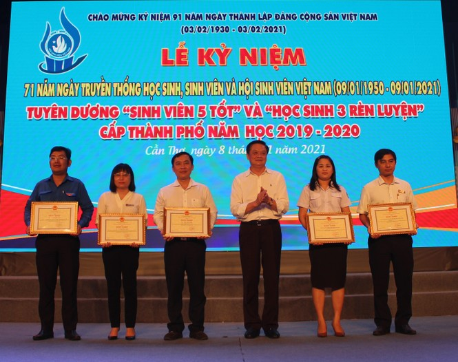 Cần Thơ tuyên dương 231 'Sinh viên 5 tốt' cấp thành phố - ảnh 3