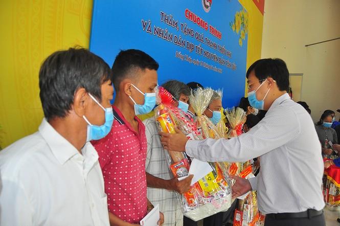 Trung ương Đoàn tặng gần 1 tỷ đồng cho người dân Đồng Tháp vui xuân, đón tết - ảnh 2