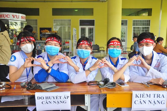 Tự hào vì chia sẻ giọt máu cho cộng đồng - ảnh 8
