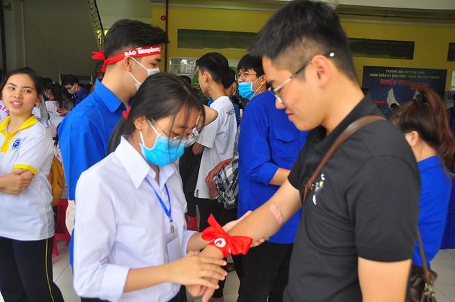 Tự hào vì chia sẻ giọt máu cho cộng đồng - ảnh 9