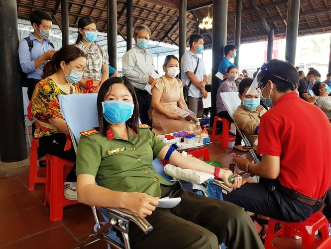 Female police soldier excitedly on Red Sunday blood donation festival - photo 9