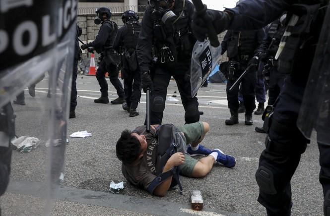 Khủng hoảng ở Hong Kong: Cảnh sát dùng đạn cao su, khí ga giải tán biểu tình - ảnh 1