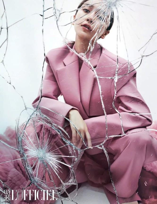Ngắm Angela Baby đẹp xuất thần trên bìa tạp chí L'OFFICIEL Kim Cửu (9/2020) - ảnh 4