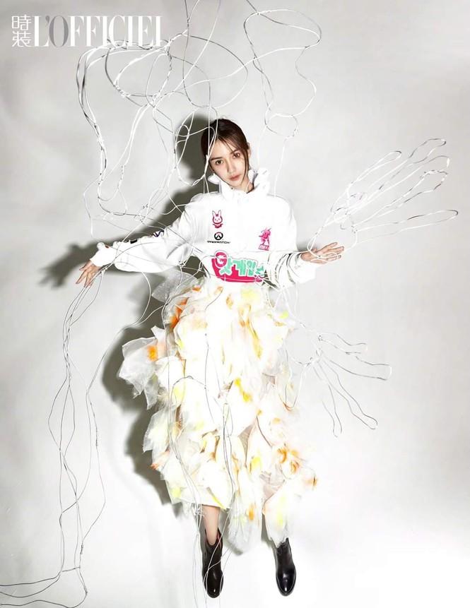 Ngắm Angela Baby đẹp xuất thần trên bìa tạp chí L'OFFICIEL Kim Cửu (9/2020) - ảnh 2