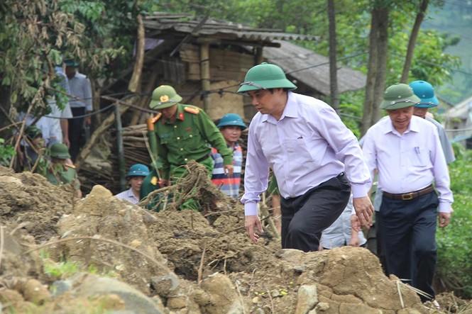 Trưởng Ban Tổ chức T.Ư Phạm Minh Chính thăm vùng lũ Mường Lát - ảnh 2