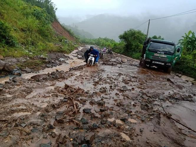 Giao thông ách tắc, thiệt hại ước tính 276 tỷ sau vụ lũ quét ở Thanh Hóa - ảnh 3