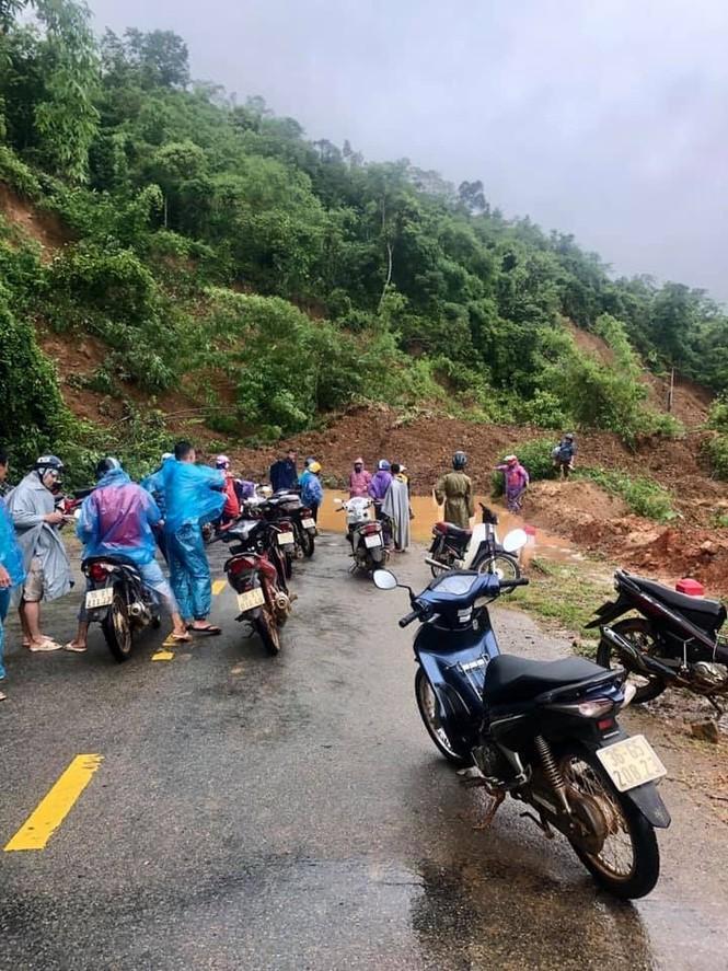 Giao thông ách tắc, thiệt hại ước tính 276 tỷ sau vụ lũ quét ở Thanh Hóa - ảnh 5
