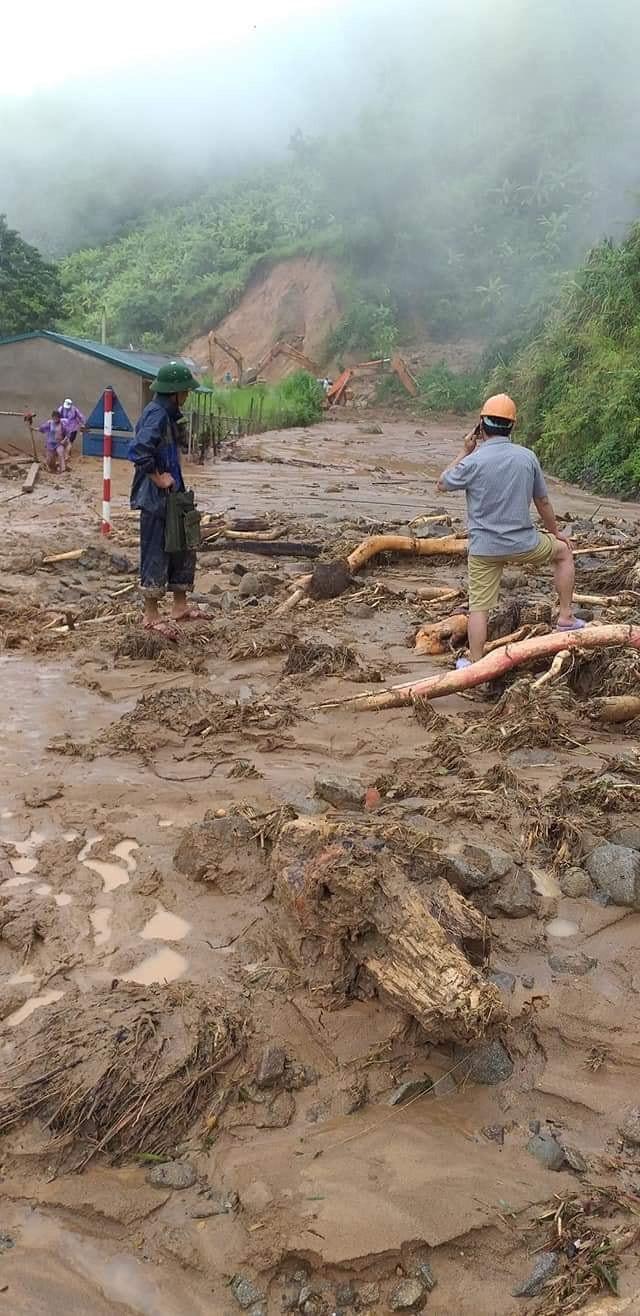 Giao thông ách tắc, thiệt hại ước tính 276 tỷ sau vụ lũ quét ở Thanh Hóa - ảnh 4