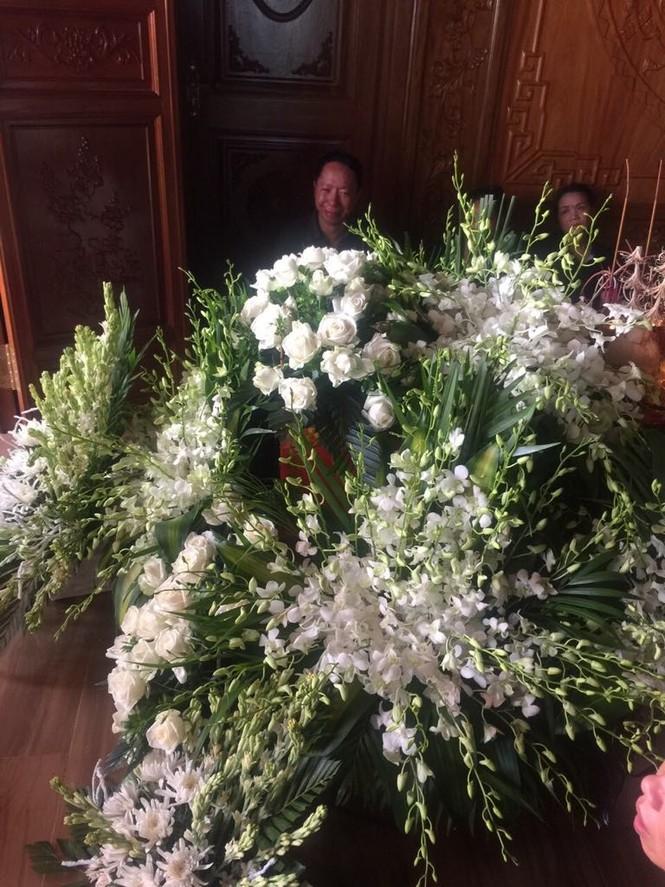 Những vòng hoa trắng và nỗi đau tận cùng ở tang lễ bé trai trường Gateway - ảnh 4