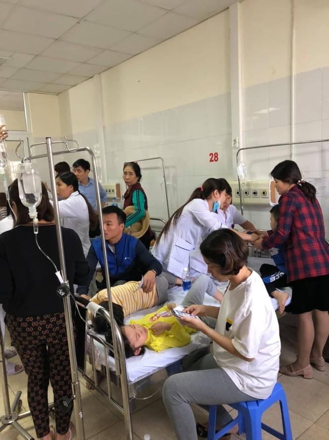 Tạm dừng ăn bán trú ở trường có 130 trẻ nhập viện nghi ngộ độc thực phẩm - ảnh 2