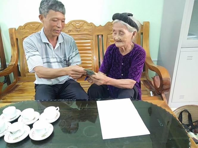 Ngày 1/4, thông tin từ UBND xã Lương Sơn cho biết, vừa qua cụ Mơ đã đạp xe đạp đến Mặt trận tổ quốc xã Lương Sơn trao số tiền 2 triệu đồng để ủng hộ Nhà nước chống dịch virus COVID-19. - ảnh 1