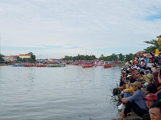 Tưng bừng lễ hội đua thuyền trên quê hương Đại Tướng - ảnh 2