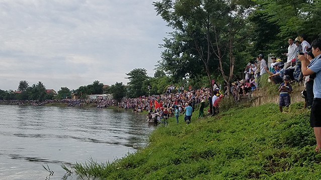 Tưng bừng lễ hội đua thuyền trên quê hương Đại Tướng - ảnh 1