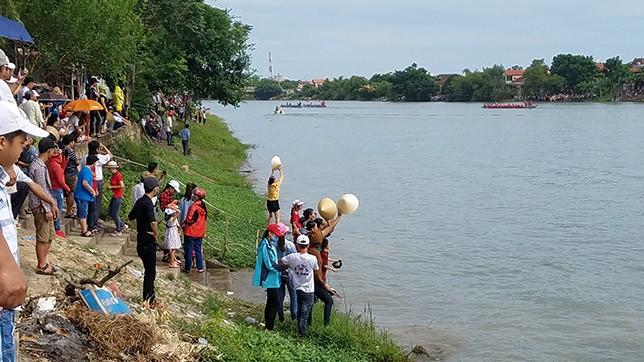 Tưng bừng lễ hội đua thuyền trên quê hương Đại Tướng - ảnh 6