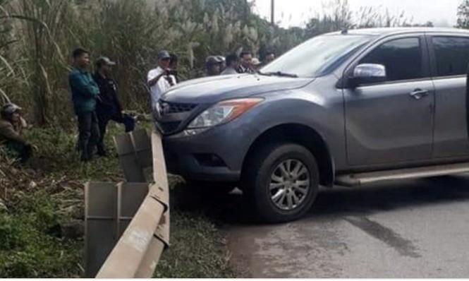 Truy bắt 2 nghi phạm vựt lại xe ô tô và 2 tạ ma tuý đá chạy vào rừng - ảnh 1
