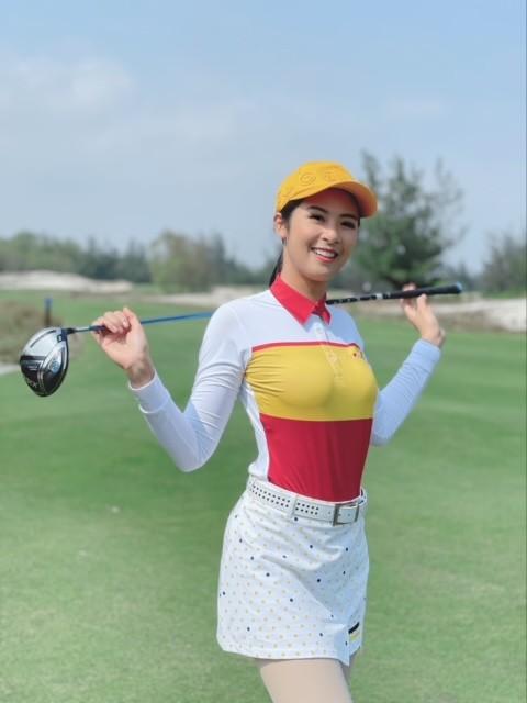"""Hoa hậu Ngọc Hân và Jennifer Phạm tham gia Giải golf  """"Tết vì người nghèo"""" tại Quảng Bình - ảnh 1"""