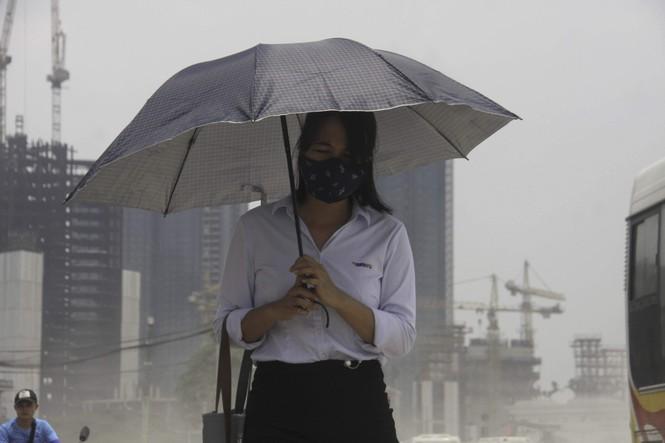 Đại công trường gây bão bụi mờ mắt người dân Hà Nội - ảnh 2