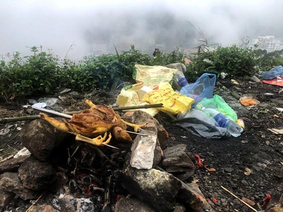 Nhức nhối 'phượt trẻ' vô tư xả rác trên đỉnh Tam Đảo - ảnh 8