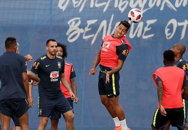 Cận cảnh màn 'luyện công' vui nhộn của Brazil trước trận gặp Bỉ - ảnh 10