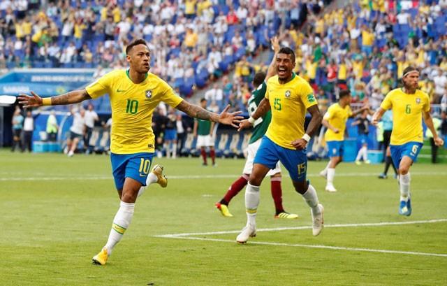 Cận cảnh màn 'luyện công' vui nhộn của Brazil trước trận gặp Bỉ - ảnh 1