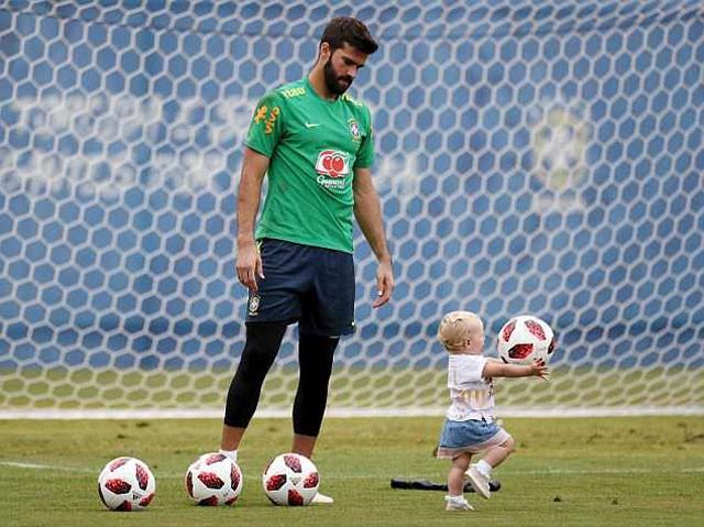 Cận cảnh màn 'luyện công' vui nhộn của Brazil trước trận gặp Bỉ - ảnh 7
