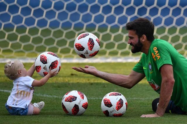 Cận cảnh màn 'luyện công' vui nhộn của Brazil trước trận gặp Bỉ - ảnh 8
