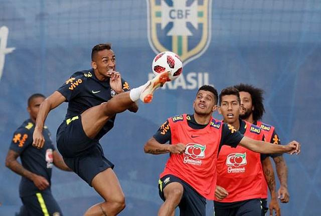 Cận cảnh màn 'luyện công' vui nhộn của Brazil trước trận gặp Bỉ - ảnh 9