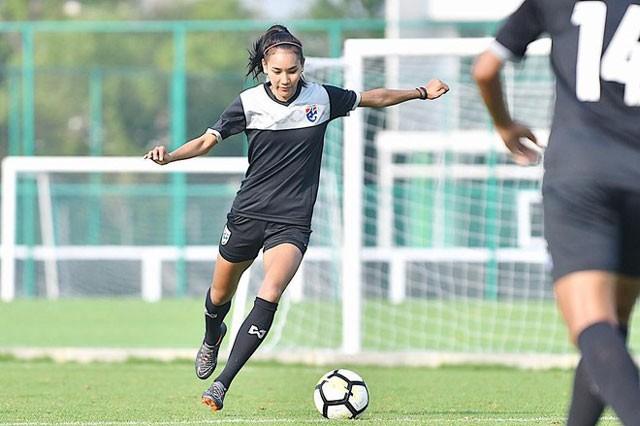 Ngắm nhan sắc ngọc nữ bóng đá Thái Lan - ảnh 2