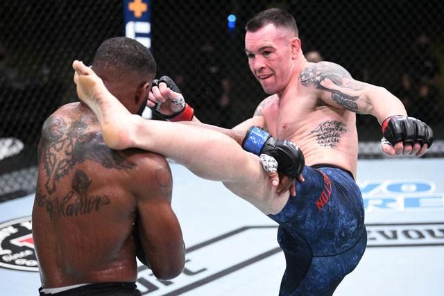 Dùng đòn 'siết máy chém' cực hiểm, võ sĩ Mỹ vẫn bị đối thủ hạ knock-out - ảnh 1