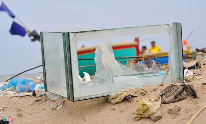 Bờ biển đẹp trở thành bãi chứa hàng tấn rác thải - ảnh 5