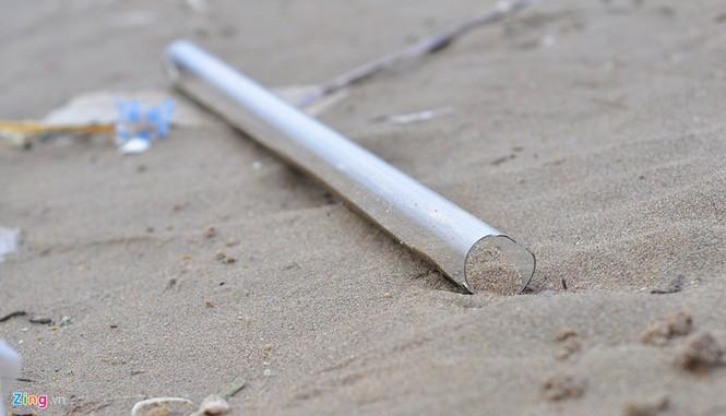 Bờ biển đẹp trở thành bãi chứa hàng tấn rác thải - ảnh 6